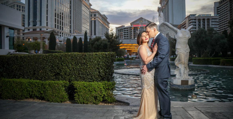 Las Vegas Strip Photographer Working With Tourists